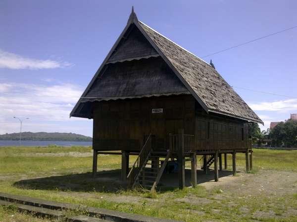 Rumah Adat Sulawesi Barat (Mandar) --travel kompas